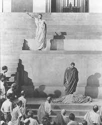 Sono venuto a seppellire Cesare, non a tesserne l'elogio. Il male che gli uomini compiono si prolunga oltre la loro vita, mentre il bene viene spesso sepolto insieme alle loro ossa. E così sia di Cesare. (William Shakespeare)